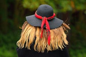 μαλλιά καπέλο με γείσο