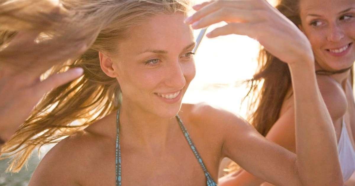 προστατεύστε τα μαλλιά σας από τον ήλιο